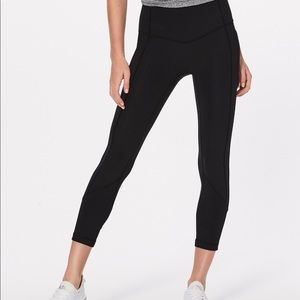 🍋Lululemon All The Right Places Crop size 10